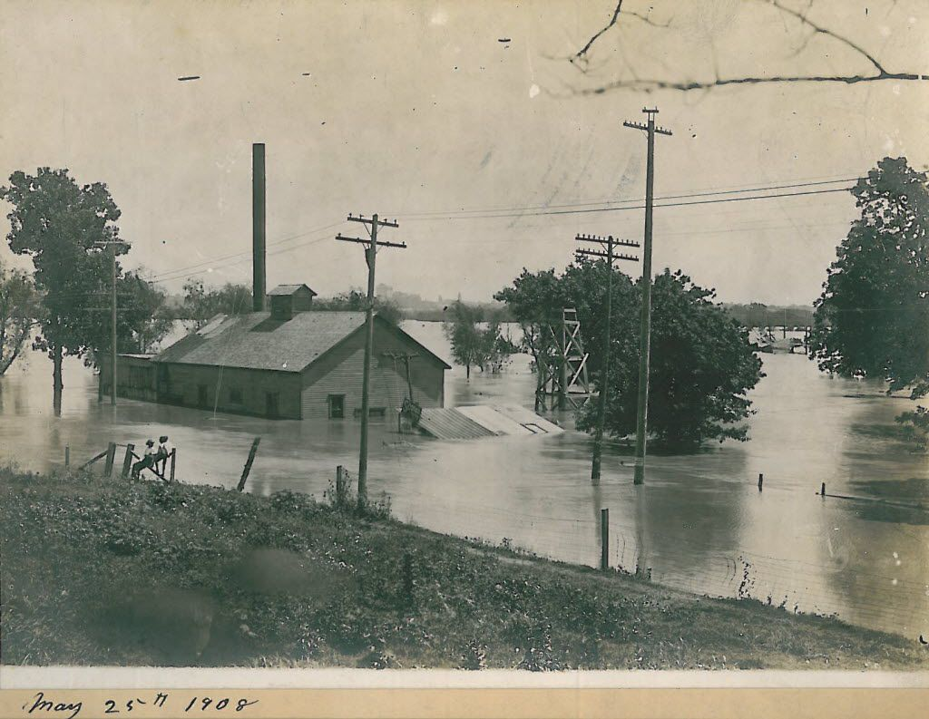 Photo from the collection of the family of Ernest Myers. Trinity River flooding in May 25, 1908