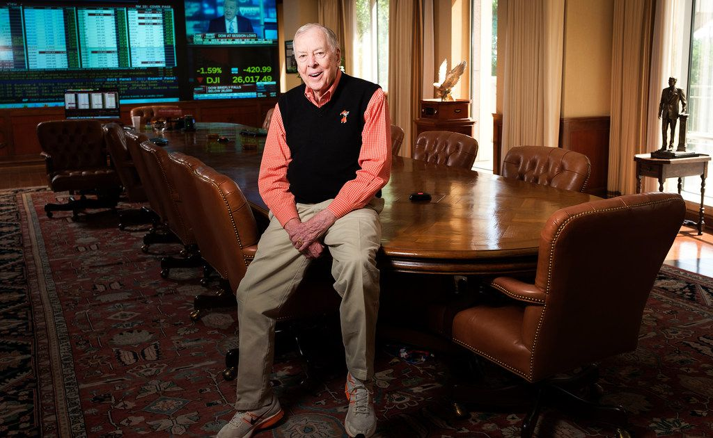 Friends, family remember T. Boone Pickens at oil tycoon's funeral