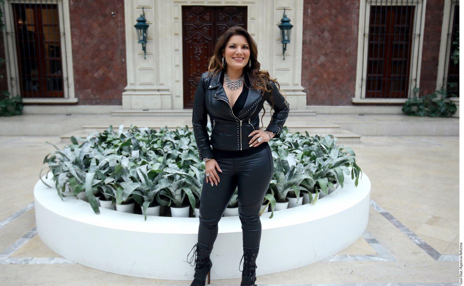 """Diana Reyes, """"La Reina del Pasito Duranguense"""", se prepara para afrontar el reto de cantar en un teatro, pues su carrera se ha desarrollado principalmente en bailes populares y palenques. /AGENCIA REFORMA"""