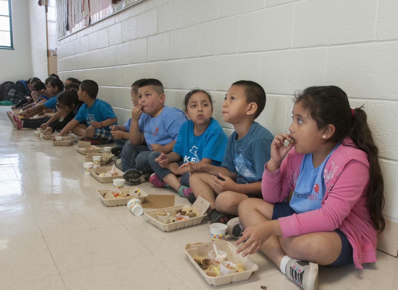 Estudiantes de varias escuelas de DISD podrán recibir alimentos gratuitos durante el receso de primavera. Foto: Rex C. Curry, especial para DMN