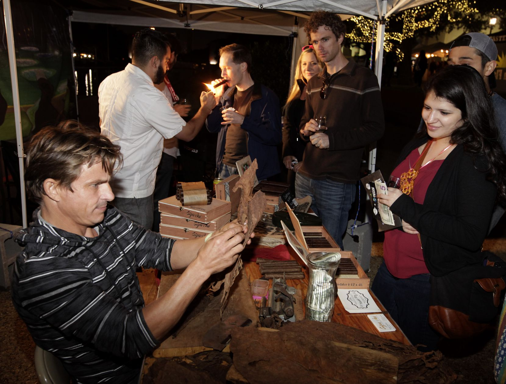 Yordy Mendez, left, rolls cigars. (Jason Janik/Special Contributor)