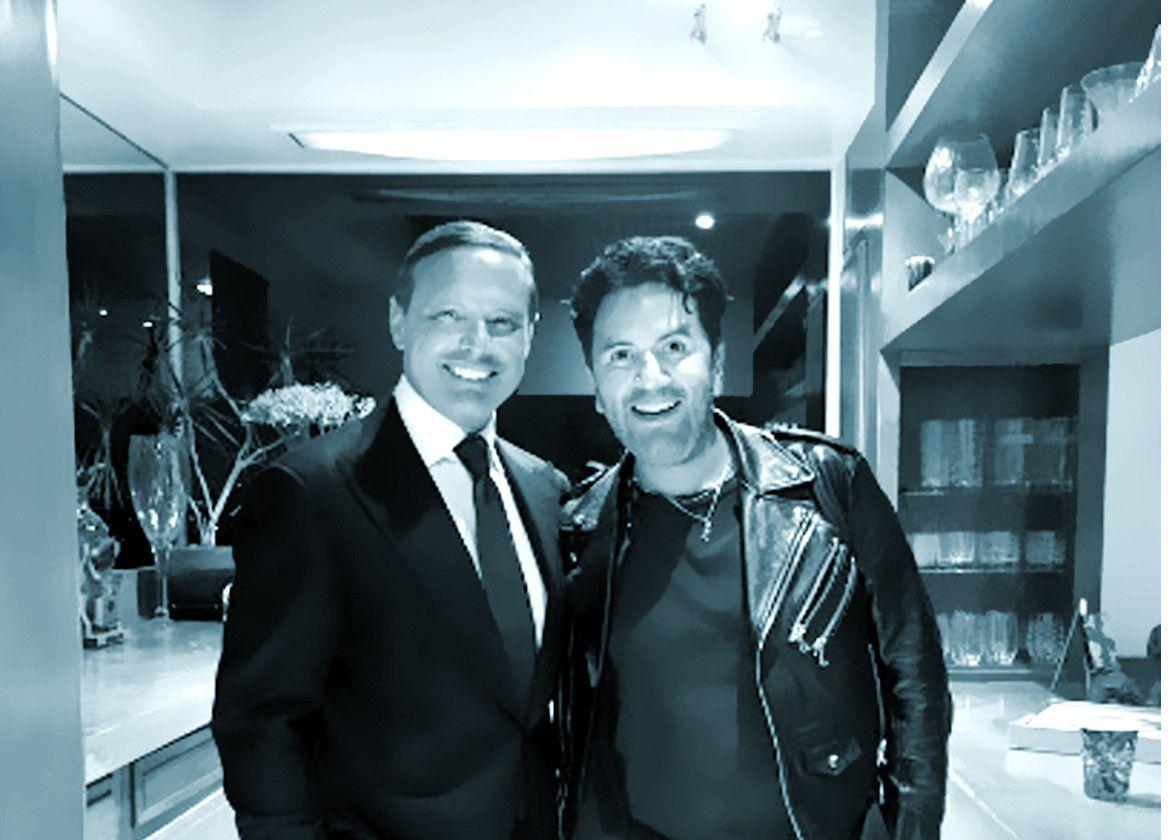 El cantante mexicano Luis Miguel (izq.) buscó un cambio de look y se puso en manos de uno de los estilistas latinos más cotizados del momento, Emilio Uribe (der.), quien es famoso entre algunas estrellas de Hollywood y también mexicanas./ AGENCIA REFORMA