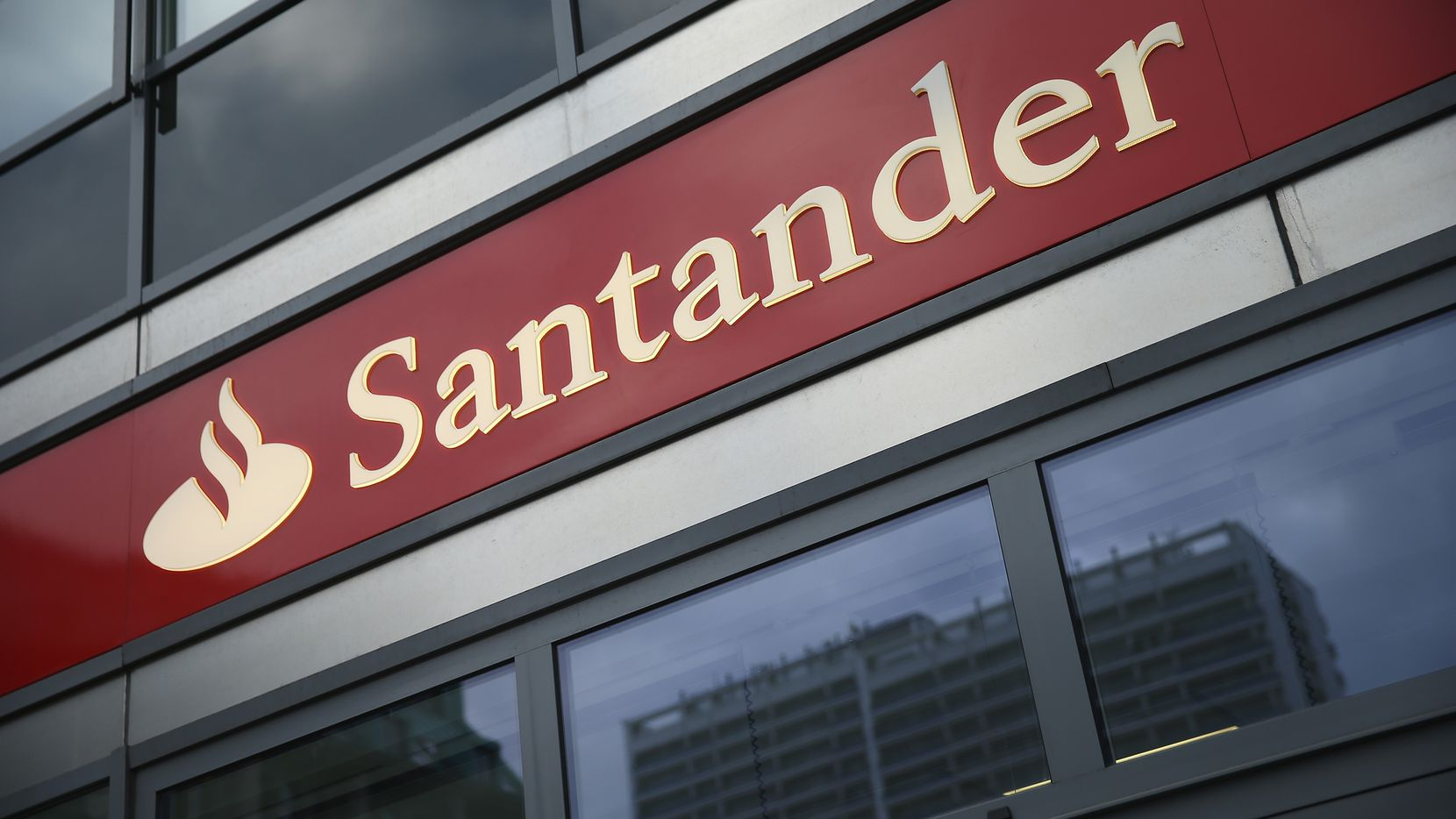 BERLIN, GERMANY - JANUARY 17:  The logo of Spanish bank Santander hangs at a branch on January 17, 2014 in Berlin, Germany. Banks across Europe will be announcing their financial results for 2013 in annual press conferences in coming weeks.  (Photo by Sean Gallup/Getty Images)