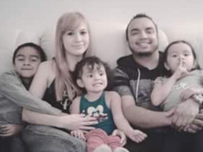 María Raya García (segunda de la izq), con su esposo, Héctor Miguel Garnica, con sus hijos. Foto GOFUNDME
