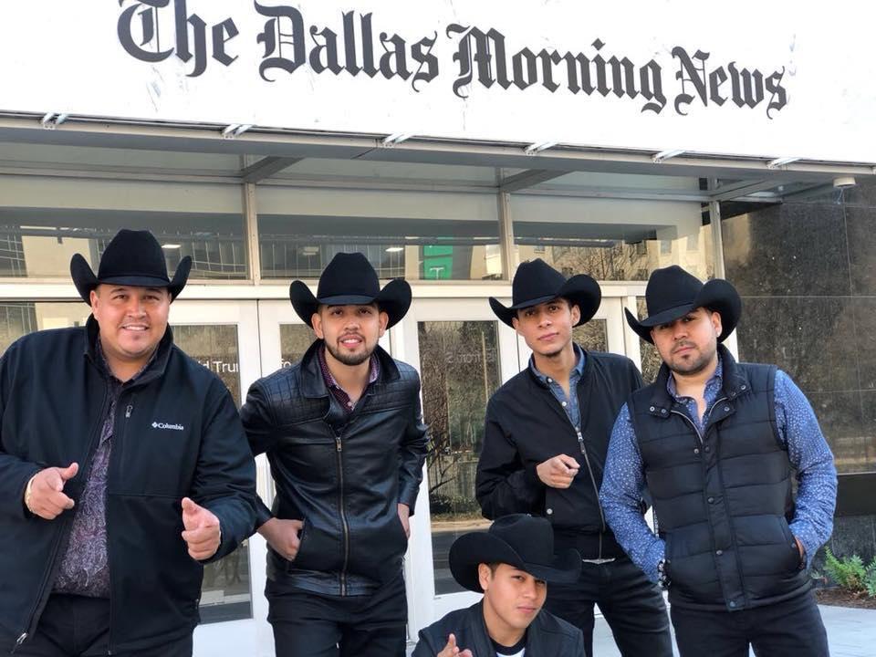 """La Reunión Norteña estuvo en Dallas esta semana promoviendo su nuevo sencillo, """"Disfraz de amigo"""".(LA REUNIÓN NORTEÑA)"""