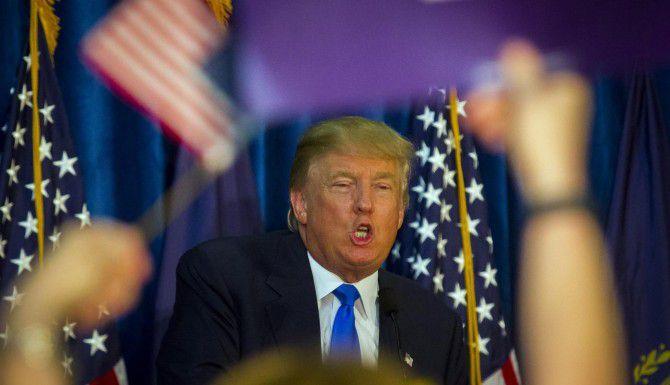 Comediantes como Jon Stewart, Stephen Colbert no se dan abasto con la fuente de bromas que les proporciona Donald Trump. (AP/ELIZABETH FRANTZ)