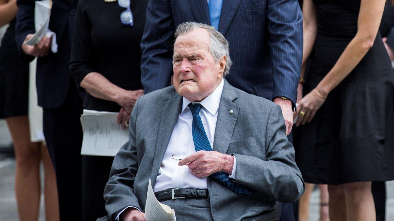 El ex presidente George W. H., Bush asistió al funeral de su esposa Barbara Bush. (DMN/ASHELEY LANDIS)
