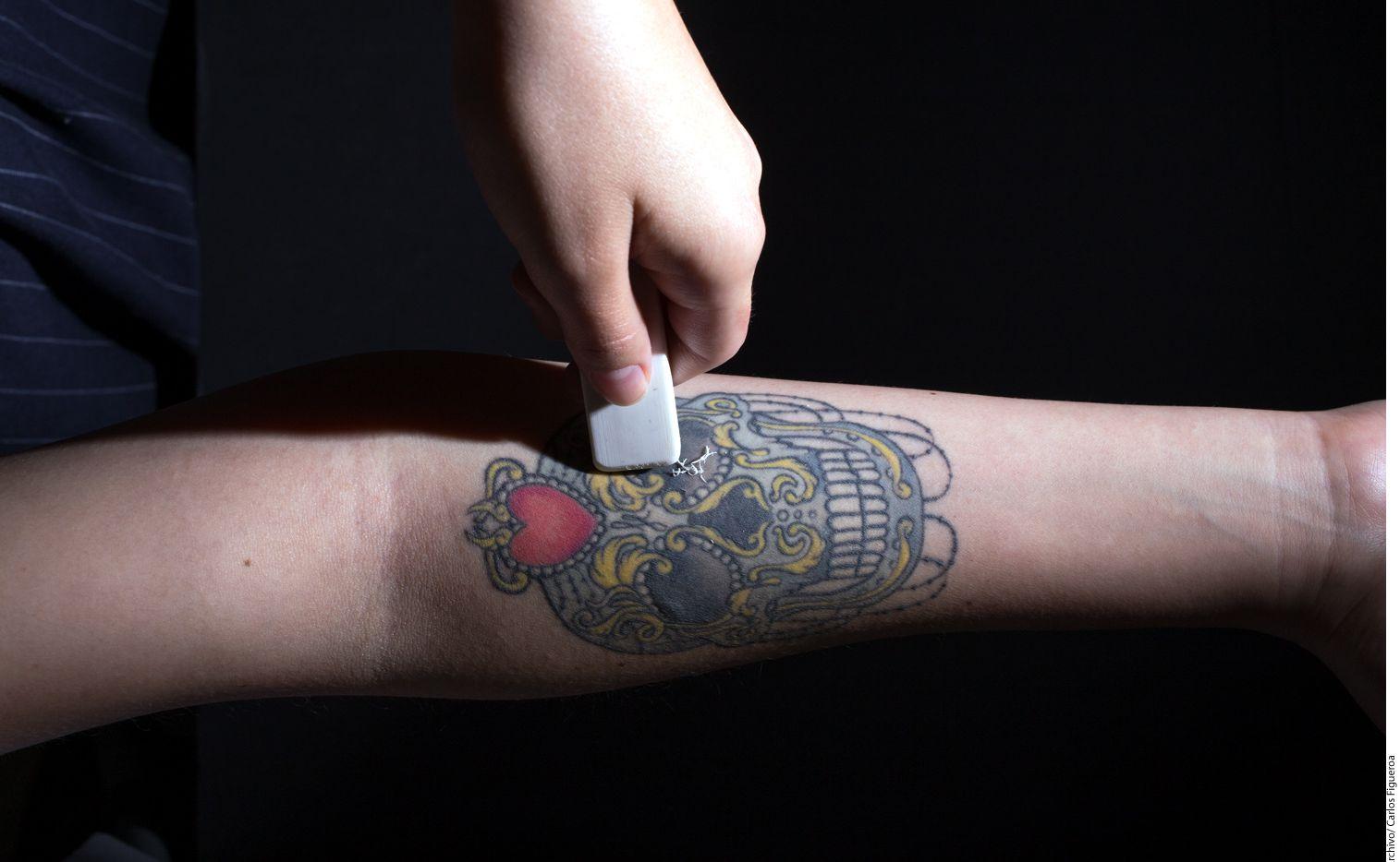 El tatuaje cosmético también es cada vez más solicitado, principalmente entre la población femenina. (AGENCIA REFORMA)