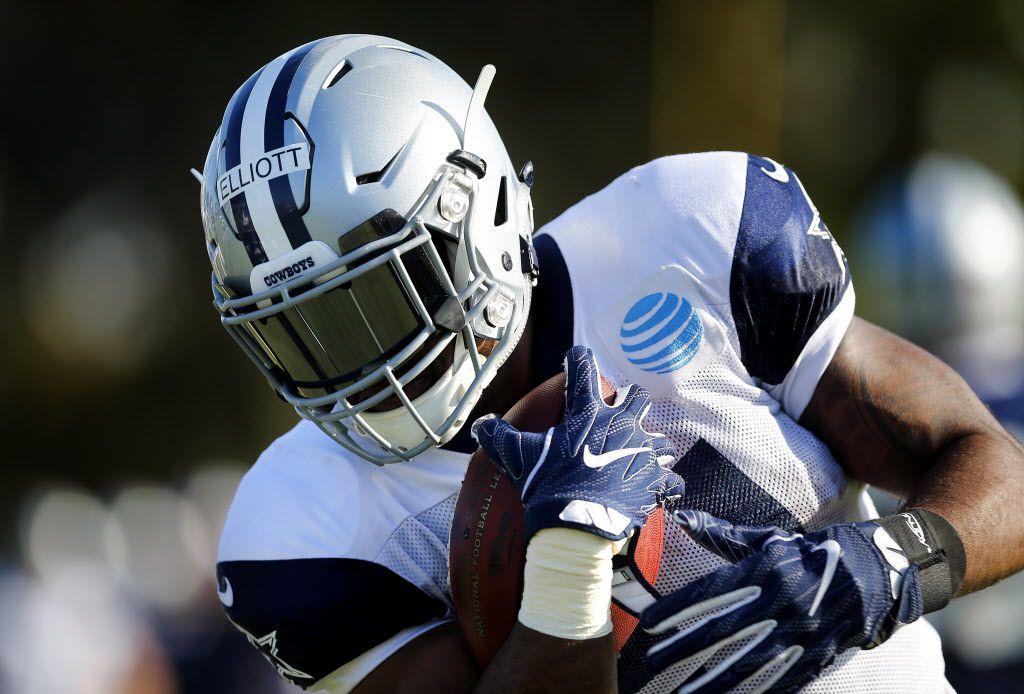 Dallas Cowboys running back Ezekiel Elliott (21) tucks the ball and runs during afternoon practice at training camp in Oxnard, California, Tuesday, August 2, 2016. (Tom Fox/The Dallas Morning News)