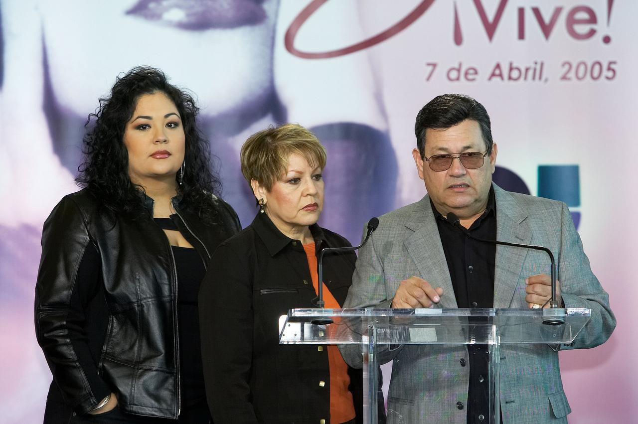La familia de la desaparecida cantante Selena Quintanilla. (Getty Images/Frank Casimiro)