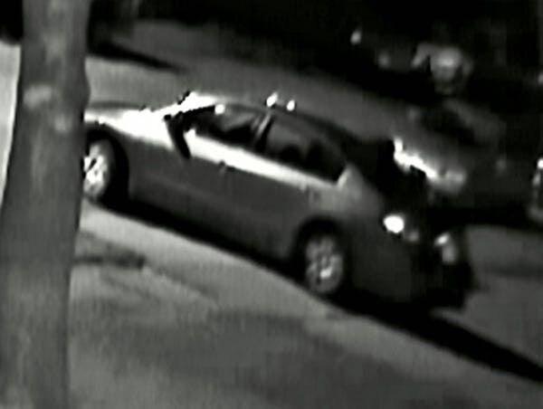 Una cámara de seguridad capturó la imagen del vehículo sospechoso.