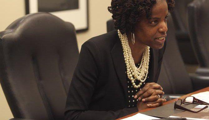 Grupos que apoyan a la vocal del DISD Bernadette Nutall piden la renuncia del superintendente Mike Miles. (DMN/MONA REEDER)
