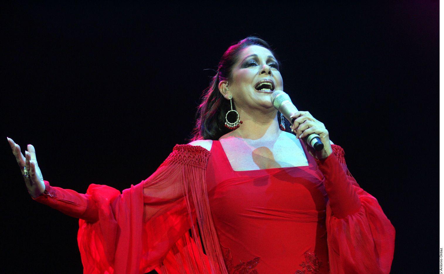 Isabel Pantoja contó que Juan Gabriel le propuso casarse.