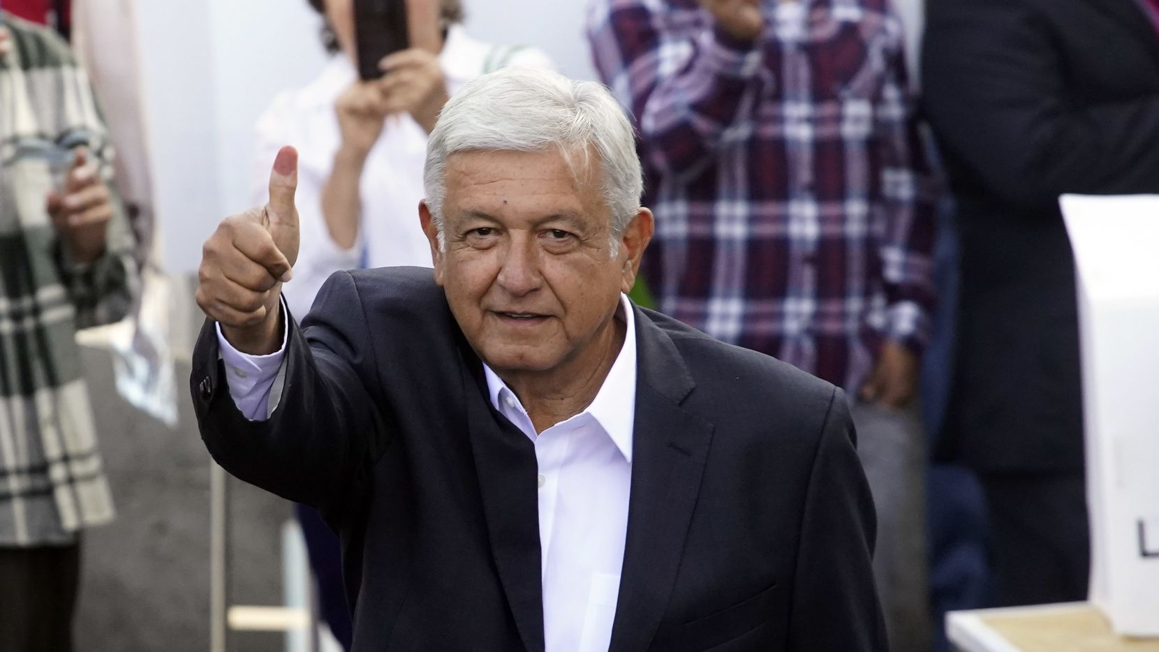El ahora presidente de México, Andrés Manuel Lopez Obrador, a su salida de la casilla de votación./AP