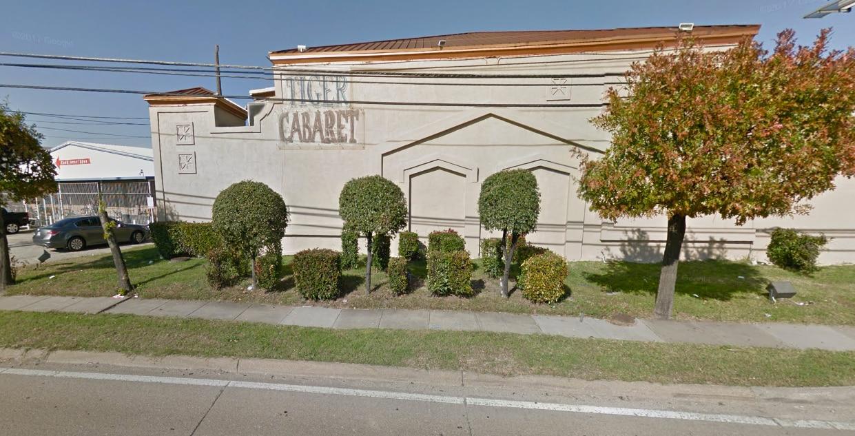 El cabaret Tiger en el 9125 E R L Thornton Fwy, al este de Dallas.