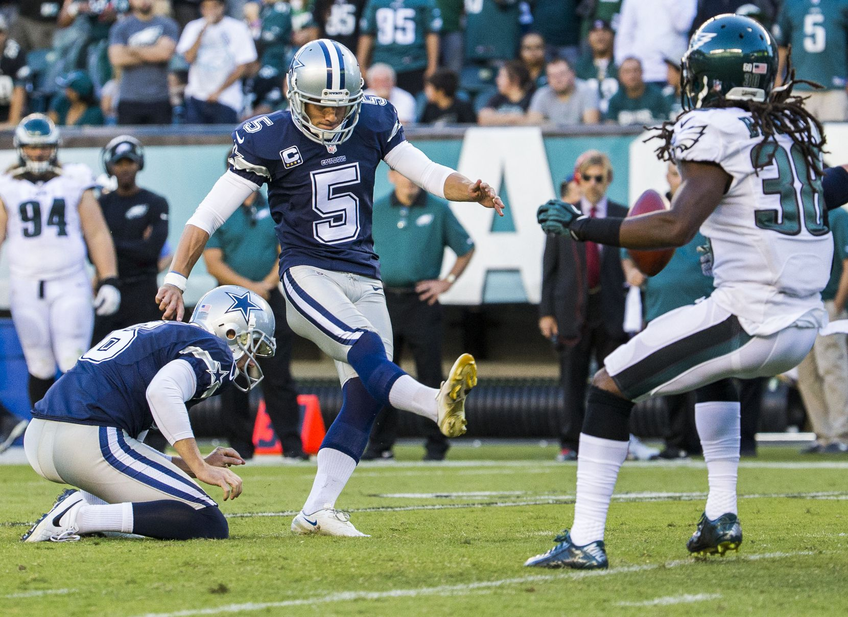 Dallas Cowboys kicker Dan Bailey (5) kicks a field goal during the first half of their game against the Philadelphia Eagles on Sunday, September 20, 2015 at Lincoln Financial Field in Philadelphia, Pennsylvania.   (Ashley Landis/The Dallas Morning News)