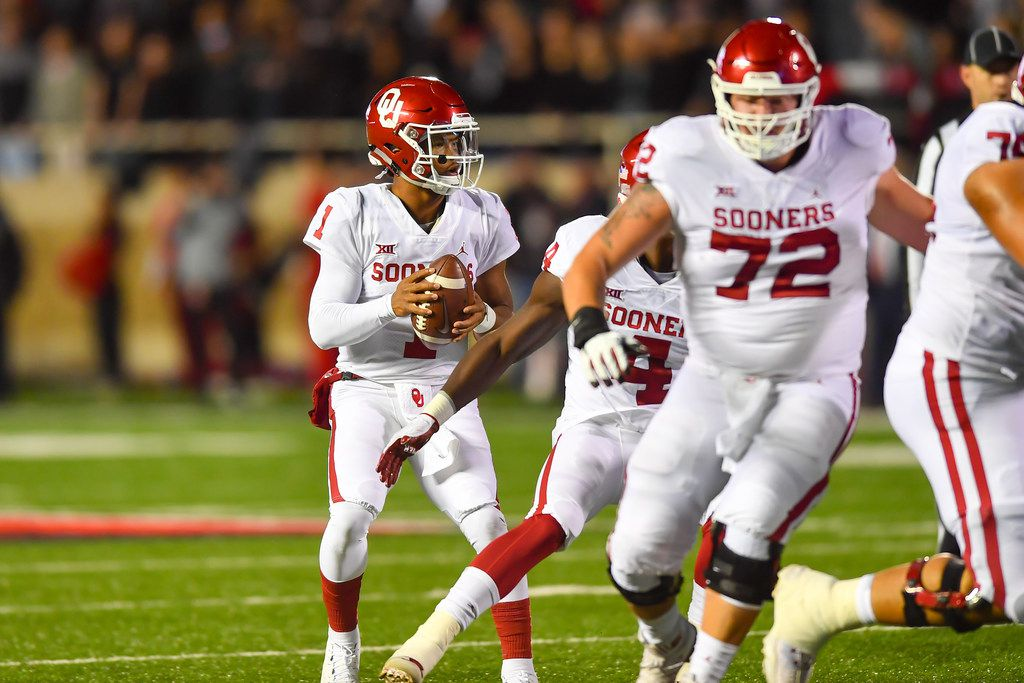 LUBBOCK, TX - NOVEMBER 03: Kyler Murray #1 of the Oklahoma Sooners looks to pass during the first half of the game against the Texas Tech Red Raiders on November 3, 2018 at Jones AT&T Stadium in Lubbock, Texas. (Photo by John Weast/Getty Images)