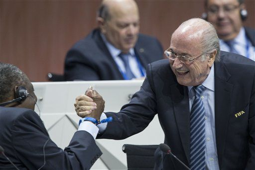 Sepp Blatter, a través de su abogado dijo que la FIFA violó sus propias reglas. AP