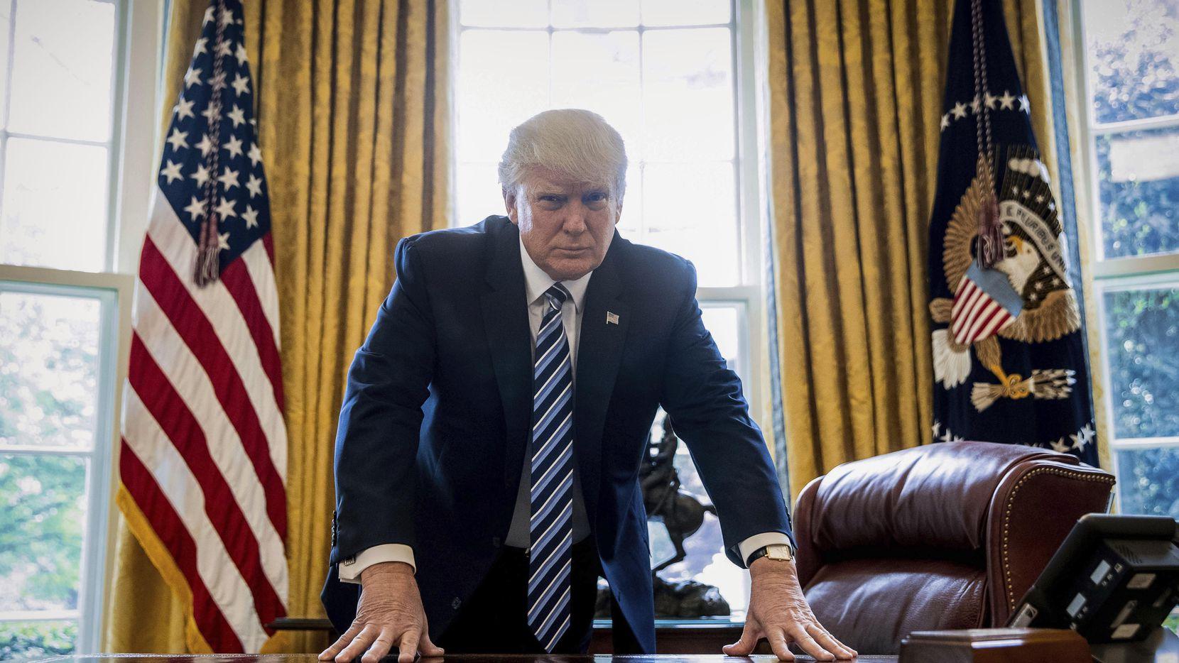El presidente Donald Trump en la Oficina Oval en la Casa Blanca en Washington, el 21 de abril del 2017. Foto AP