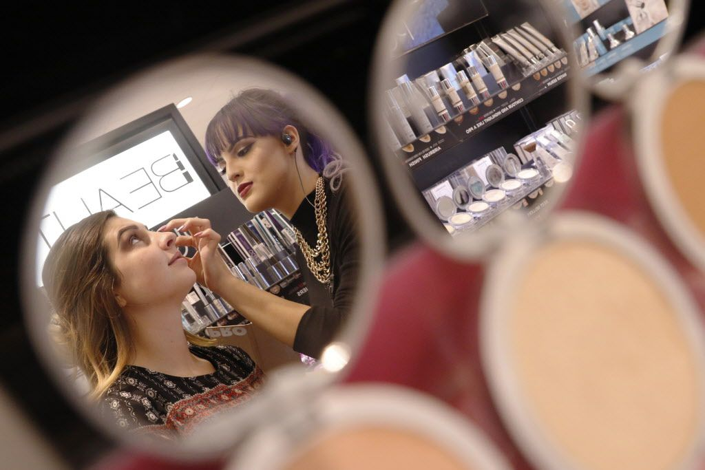 Taylor DeBoef, 18, left, has a make over with Beauty Advisor, Halie Arreaga at Kohl's in Flower Mound, on Tuesday, August 23, 2016.  Photo taken on Tuesday, August 23, 2016. (David Woo/The Dallas Morning News)
