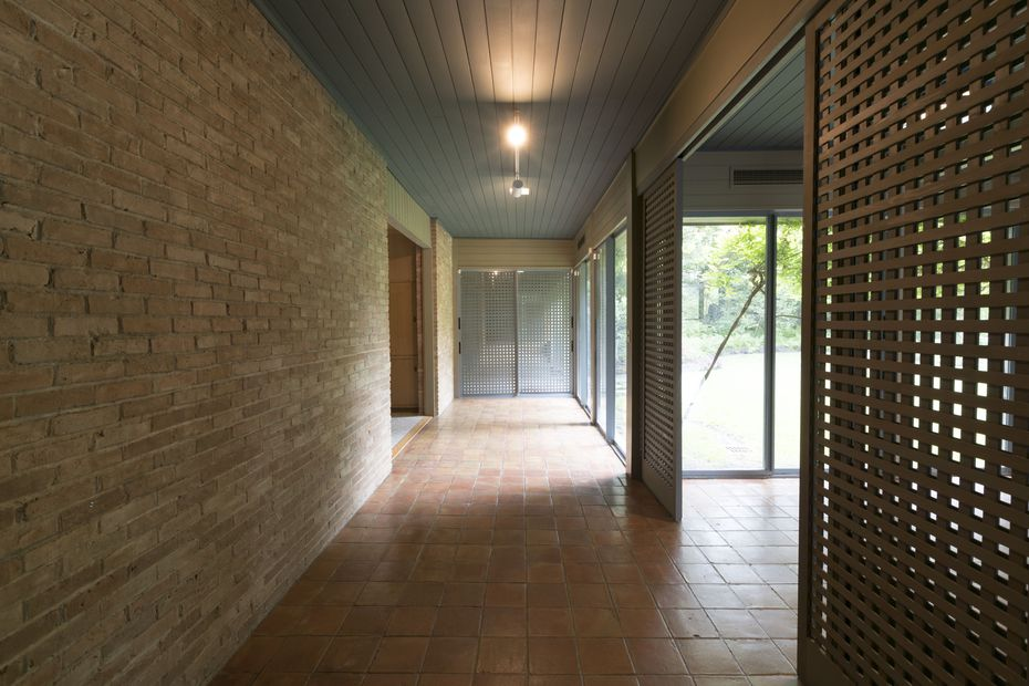 Mexican brick, terra cotta floors, wood ceilings and lattice-work room dividers were all signatures of architect O'Neil Ford's Texas Modernism.