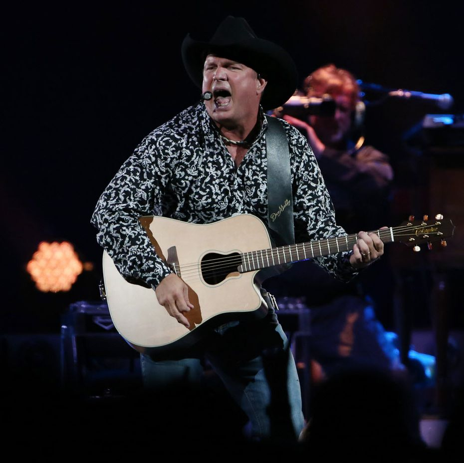 Garth Brooks' kickoff show in Dallas: Fans pack the AAC for