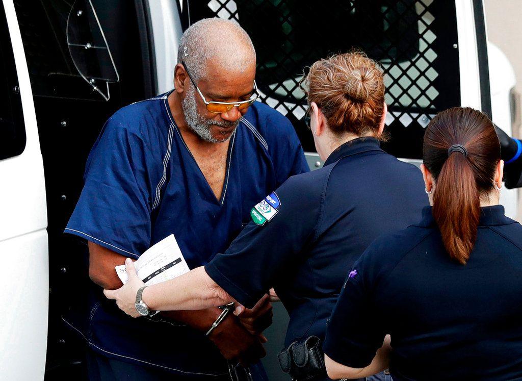 James Matthew Bradley Jr. es llevado al tribunal en San Antonio, Texas, el 24 de julio del 2017. Es acusado de la muerte de ocho inmigrantes trancados en su camión en medio de un calor sofocante. (AP Photo/Eric Gay, File)