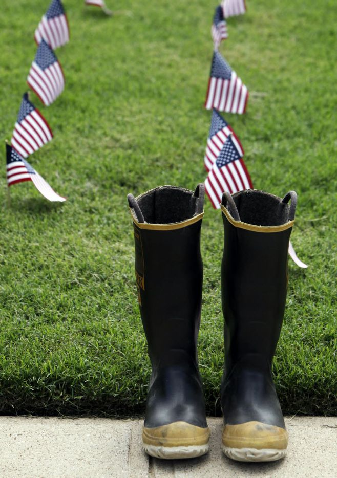 Rachel Duke, 22 year-old senior Journalism students at SMU came up with the idea to place 2,977 American flags and 22 pairs of firemen's boots, (donated by the Richardson Fire department) in the quad on the SMU campus.
