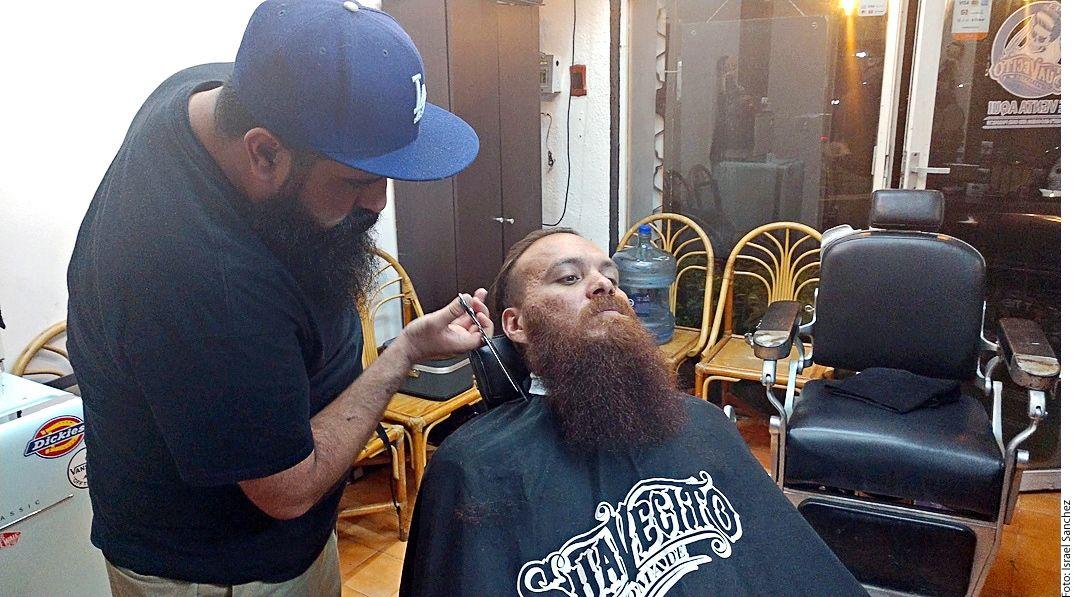 El tiempo y dinero destinados para este cuidado trascienden el ámbito de la vanidad, pues la barba es un anexo cutáneo de la piel que, al ser portador de bacterias. (AGENCIA REFORMA)