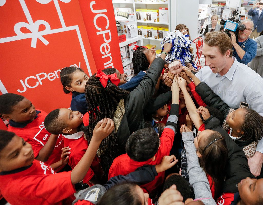 Cowboys linebacker Sean Lee and cheerleaders team up with JCPenney to give holiday shopping sprees to kids from the Greater Dallas Y on Monday, Dec. 3, 2018, in Dallas. (Brandon Wade/AP Images for JCPenney)