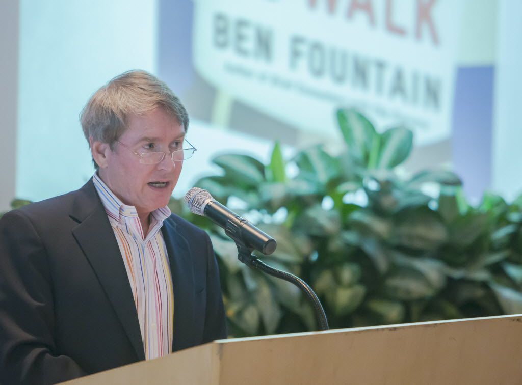 """Dallas author Ben Fountain speaks at the Points Summer Book Club event about his book """"Billy Lynn's Long Halftime Walk"""" at the arboretum in Dallas, Thursday, Aug. 15, 2013. (Ron Heflin/Special Contributor)  08182013xPOINTS"""