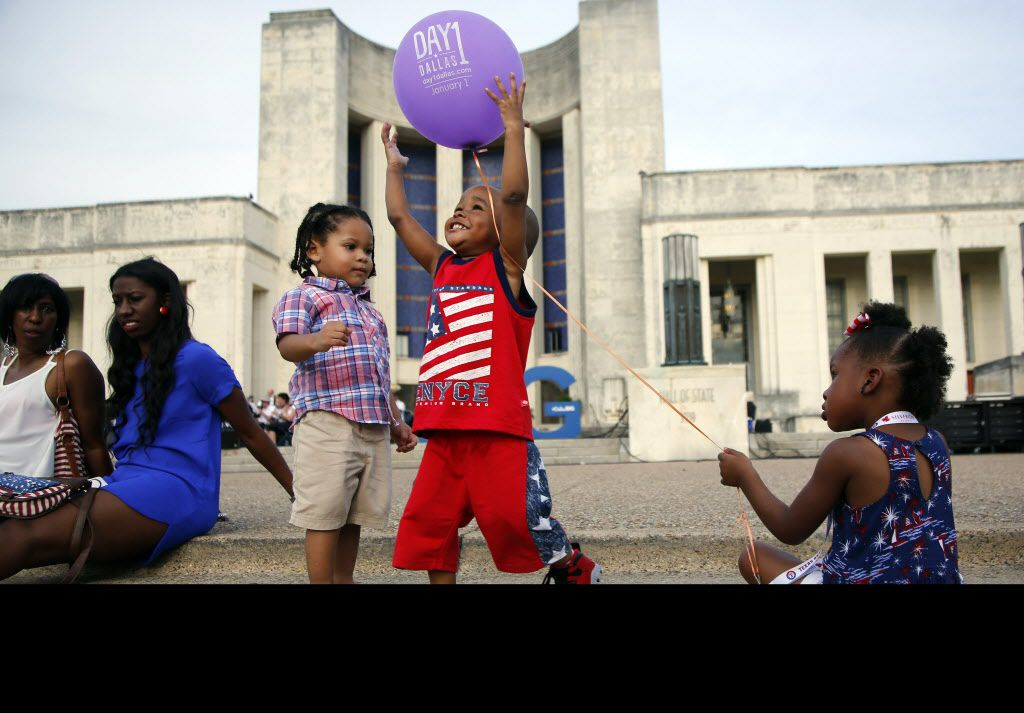 M.J. Melton, 2, (center) in betwee Xavier Piseni, 2, (left) and Emauri Moorning, 3, (right) during the Fourth of July celebration at Fair Park in Dallas Saturday, July 4, 2015.