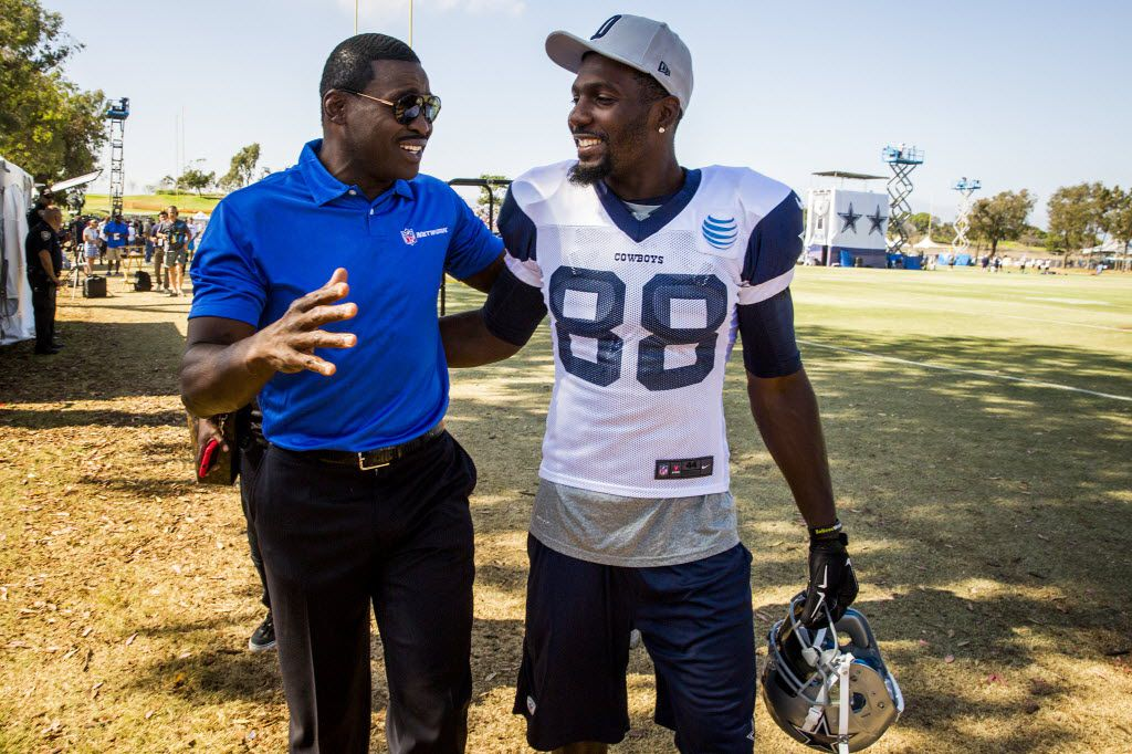 Dallas Cowboys wide receiver Dez Bryant (88) chats with Cowboys great Michael Irvin during practice at training camp on Monday, Aug. 10, 2015, in Oxnard, Calif. (Smiley N. Pool/The Dallas Morning News) 08112015xPUB