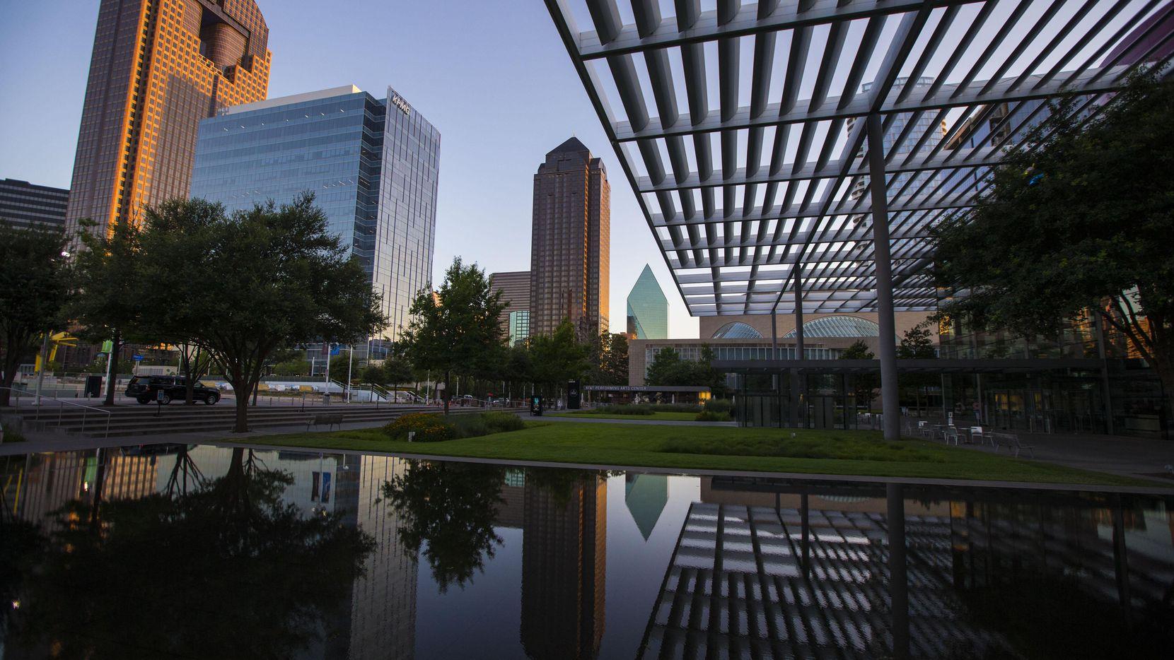 En Dallas el salario rinde mejor que otras metrópolis. Solo Atlanta y Detroit son más favorables económicamente. (DMN/RYAN MICHALESKO)