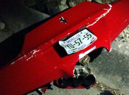 De acuerdo con medios locales, dos mujeres volcaron en el Ferrari rojo de Alberto Sentíes, bautizado como #LordFerrari, cuando se dirigían a Acapulco, Guerrero./ AGENCIA REFORMA