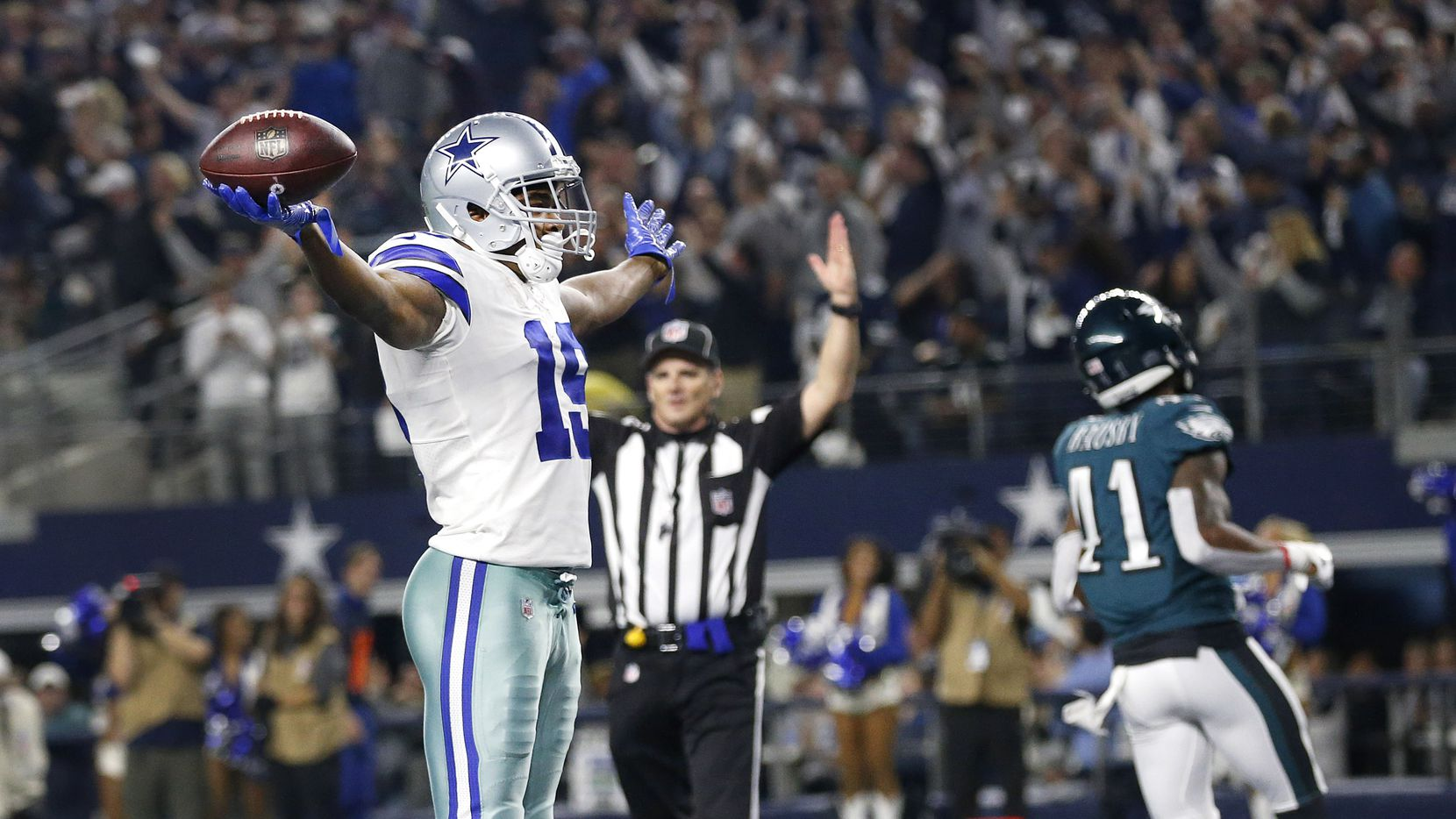Dallas Cowboys wide receiver Amari Cooper (19) celebrates a touchdown after a long fourth quarter catch and run against Philadelphia Eagles cornerback DeVante Bausby (41) at AT&T Stadium in Arlington, Texas, Sunday, December 9, 2018. The Cowboys won, 29-23. (Tom Fox/The Dallas Morning News)