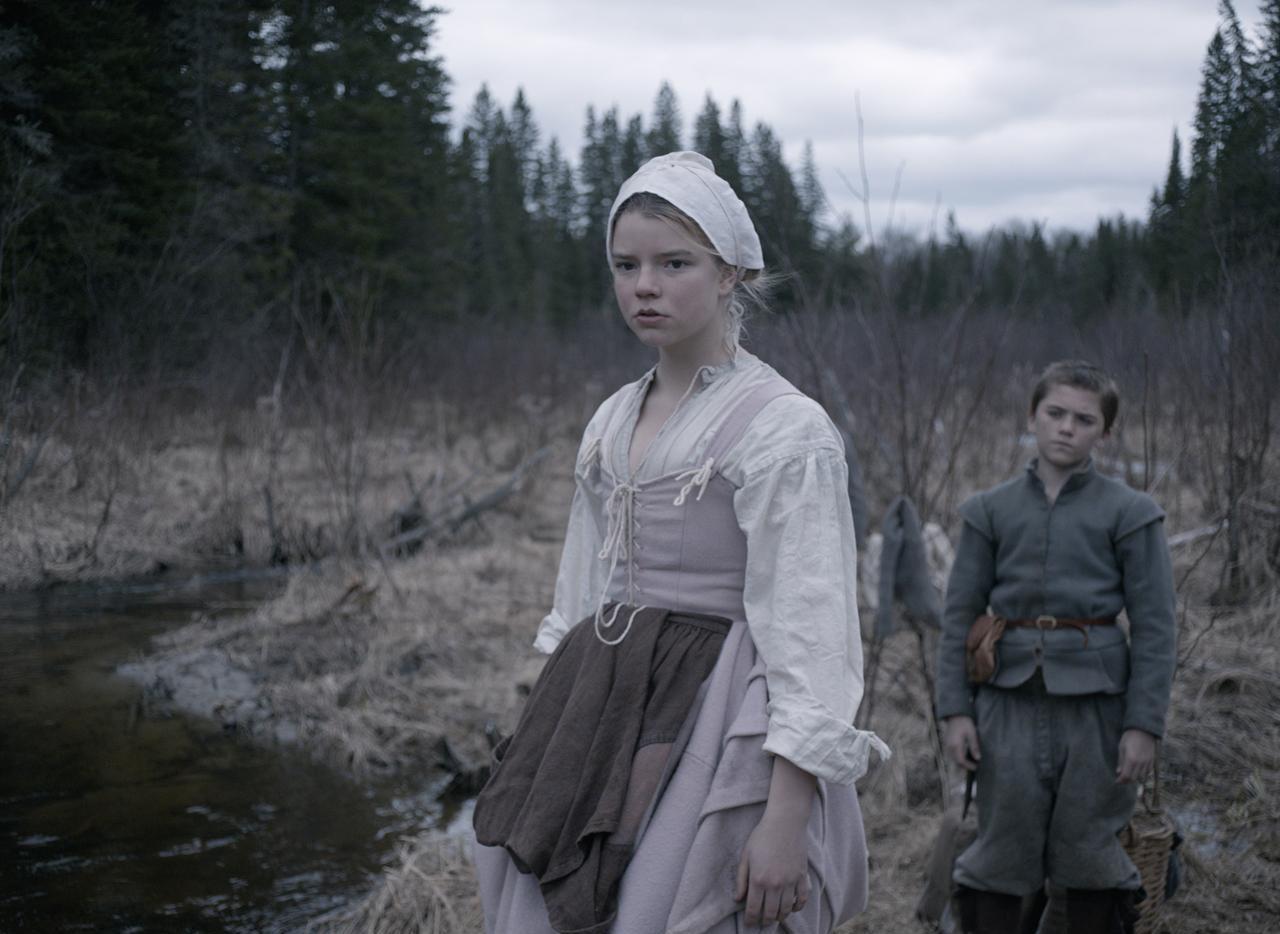 """Anya Taylor-Joy y Harvey Scrimshaw en """"The Witch"""", una cinta de terror que se estrena este fin de semana. (AP/A24)"""