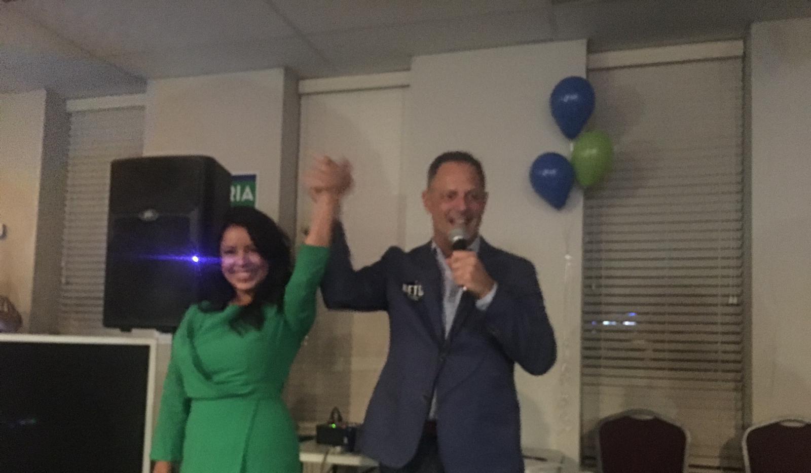 Victoria Neave junto a Rafael Anchía, líder de la oposición demócrata en la Legislatura. Neave aseguró su reelección el martes. Foto: JENNY MANRIQUE/AL DÍA
