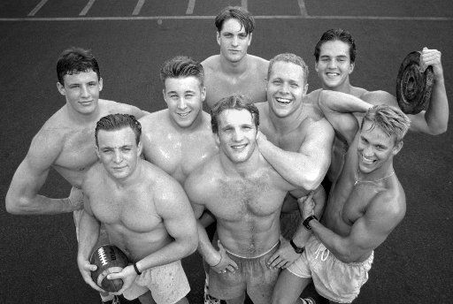 Gentry Beach (middle row, third from left) poses with Highland Park High School teammates in a 1993 photo.