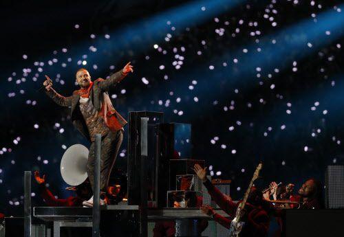 Justin Timberlake actuó en el show del medio tiempo del juego del Super Bowl entre los Eagles y los Patriots el domingo. Foto AP