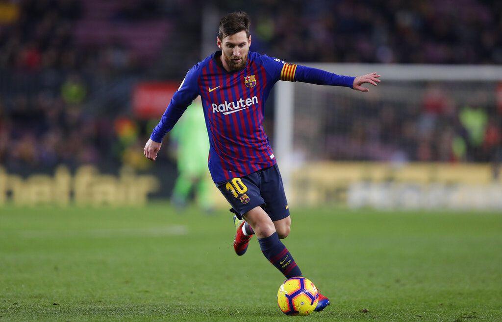 El argentino Lionel Messi controla el balón por el Barcelona durante un partido de La Liga frente a Leganés en el Camp Nou de Barcelona, España, el domingo 20 de enero de 2019. (AP Foto/Manu Fernández)