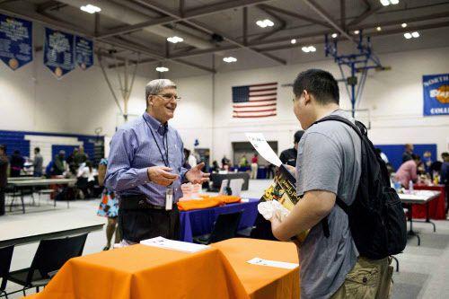 National Hispanic College Fairs Inc. fue fundada en 1998 con el propósito de apoyar a la población hispana para alcanzar estudios universitarios. (DMN)