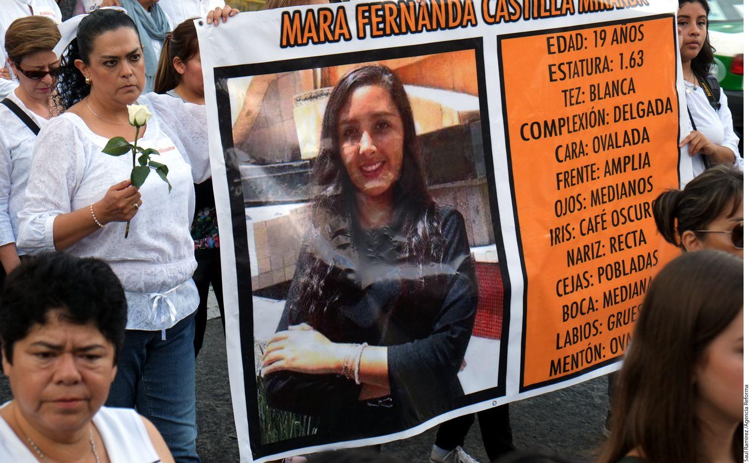 """""""Ni una más, ni un más. No queremos ni una más"""", continuó gritando la multitud, antes de comenzar a avanzar como una gran mancha blanca por las calles de Xalapa. Foto AGENCIA REFORMA."""