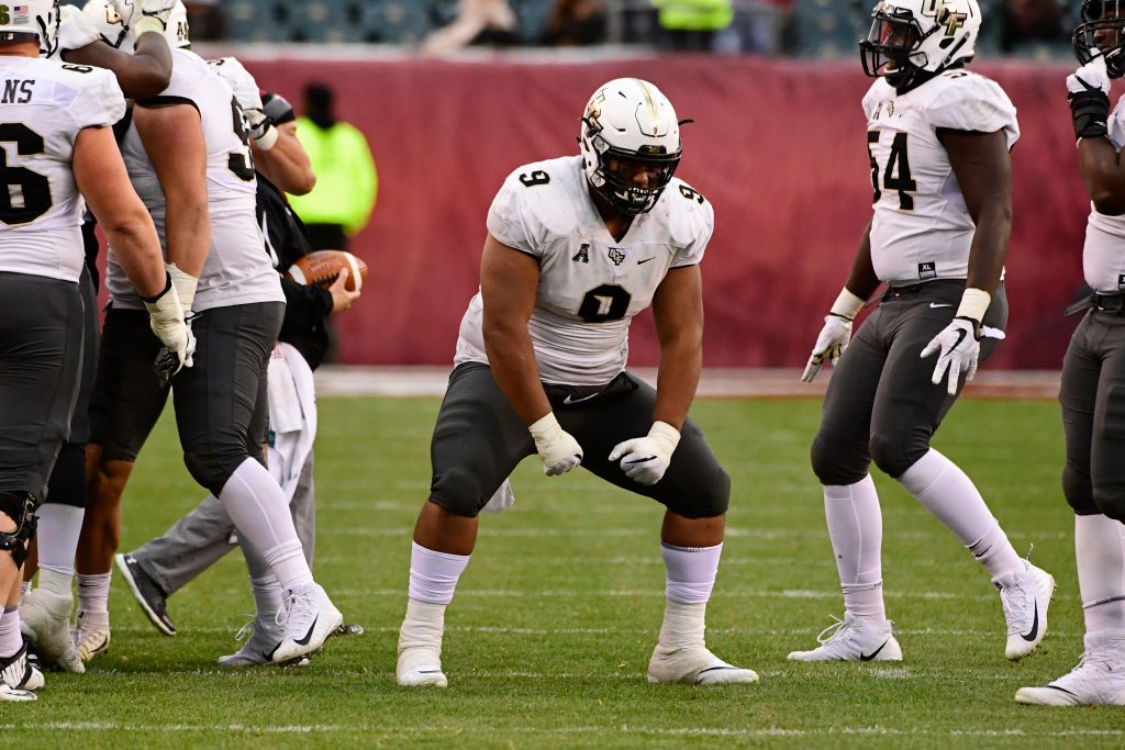 PHILADELPHIA, PA - NOVEMBER 18: Trysten Hill #9 of the UCF Knights flexes after a defensive stop during the third quarter against the Temple Owls at Lincoln Financial Field on November 18, 2017 in Philadelphia, Pennsylvania. UCF defeated Temple 45-19. (Photo by Corey Perrine/Getty Images)