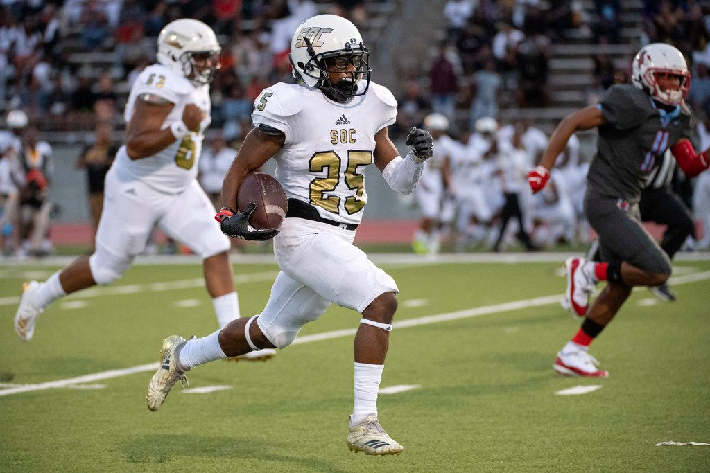 South Oak Cliff junior running back Cameron Davis (25) races for the end zone on a touchdown run against Skyline in the first half of a high school football game on Friday, August 30, 2019 at John Kincaide Stadium in Dallas. (Jeffrey McWhorter/Special Contributor)