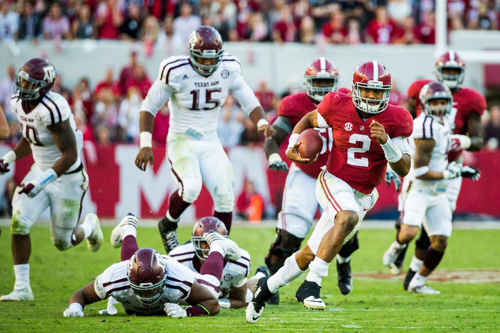 Alabama quarterback Jalen Hurts (2) breaks through the Texas A&M defense on a 37-yard touchdown run during the second half of an NCAA college football game, Saturday, Oct. 22, 2016, in Tuscaloosa, Ala. (Smiley N. Pool/The Dallas Morning News)