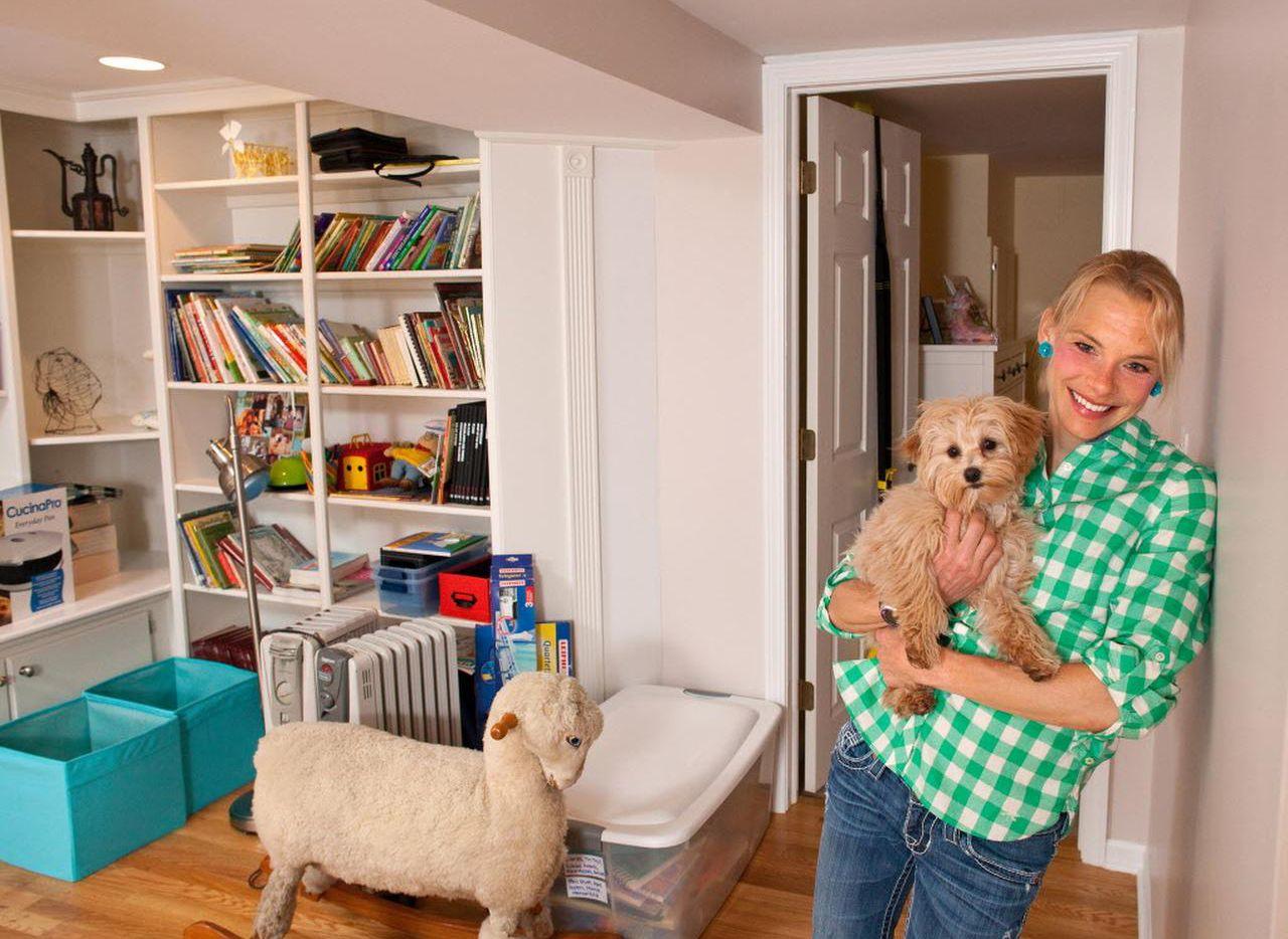 Meghan Kennihan vive en el sótano de la casa de sus padres, en La Grange, Illinois. (JAMES C. SVEHLA/TNS)