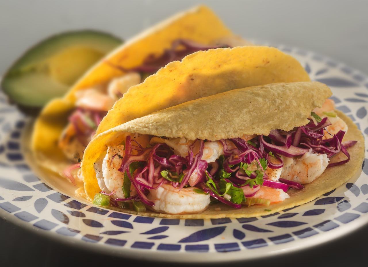 El camarón de los tacos está marinado en tequila y limón verde. (TNS/Bill Hogan)
