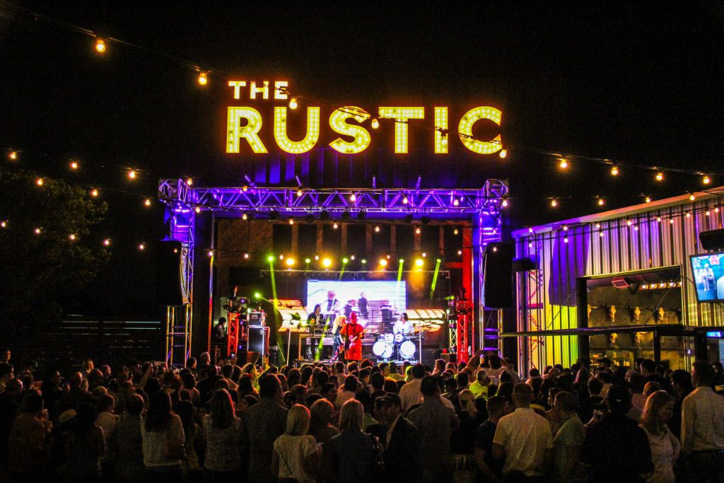 Cover band the Molly Ringwalds headlined the #TBT to the '80s party on Thursday at the Rustic.