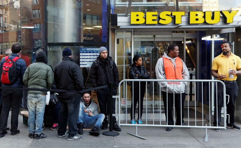 Shoppers wait outside a Best Buy department store at Union Square in New York, on November 26, 2015.